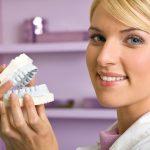 Чем отличается протезирование от имплантации зубов?